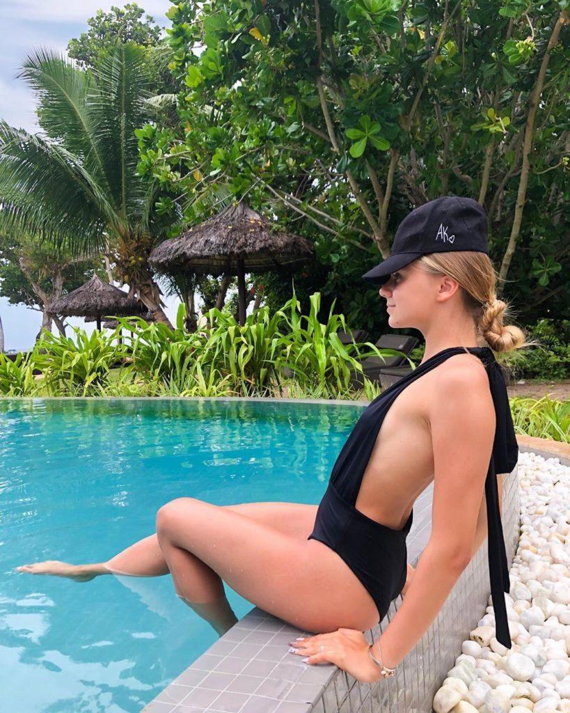 слив горячих фото Кати Адушкиной попа в купальнике сиськи